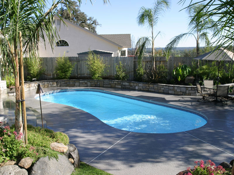 Pool designs inc kidney model viking pools fiberglass for Pool designs yardville nj